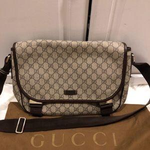 Gucci crossbody messenger